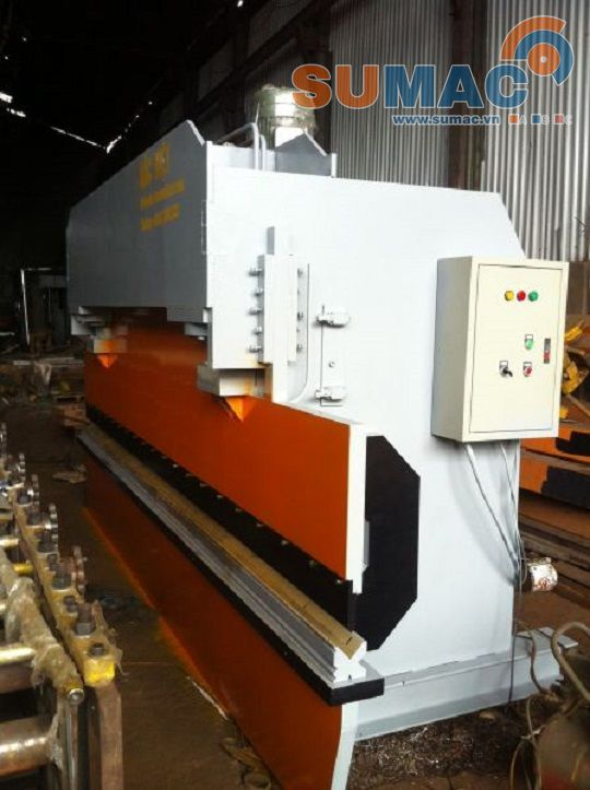 may-chan-ton-thuy-luc-4m-200-tan-hydraulic-press-brake-machine