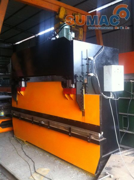 may-chan-ton-thuy-luc-25m-hydraulic-press-brake-machine