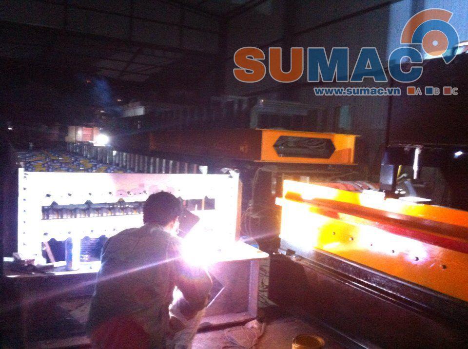 Xưởng sản xuất máy cán tôn