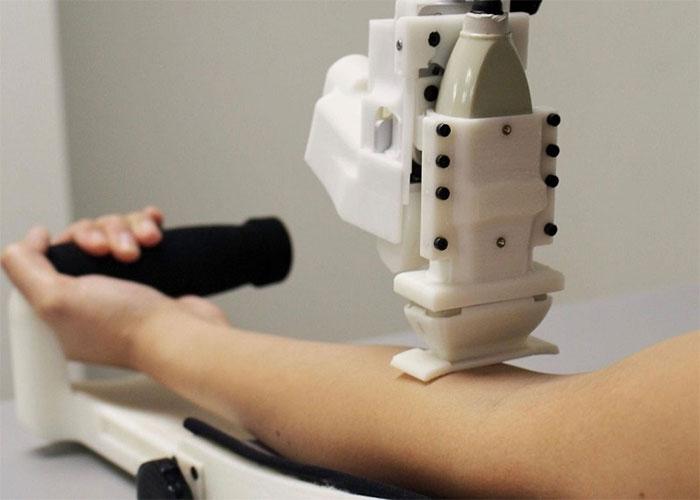 Chế tạo thành công robot lấy máu bệnh nhân tự động